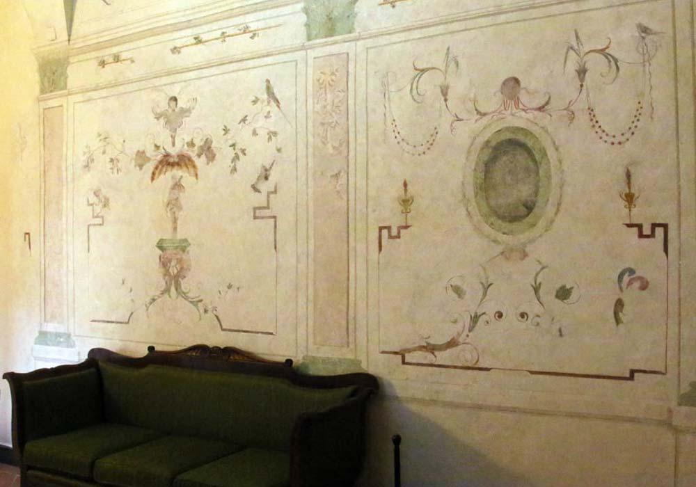Salotto con affreschi