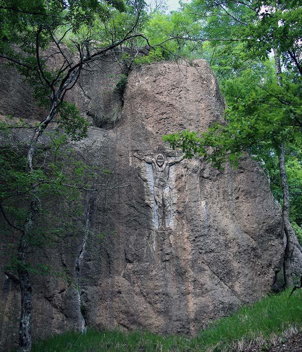 Scultura nella roccia