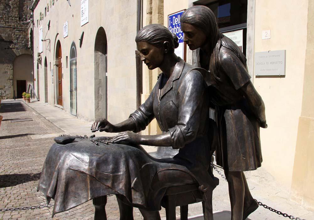 monumento alla merlettaia opera di franco alessandrini